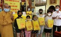 Chùa Bửu Kim trao tặng tập cho học sinh nghèo hiếu học chuẩn bị năm học mới 2020 - 2021